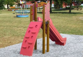 PLAYGROUND_ESSENTIALS_301_SCIVOLO_CON_RAMPA